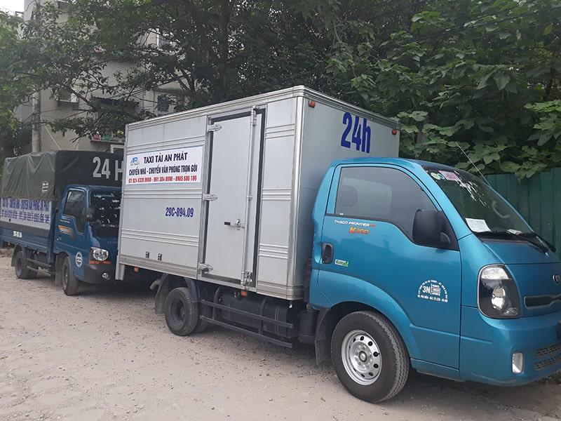 Dịch vụ chuyển phát nhanh giá rẻ nhất hiện nay Cho-thue-taxi-tai-cho-hang-chuyen-nha-tai-ha-noi-min