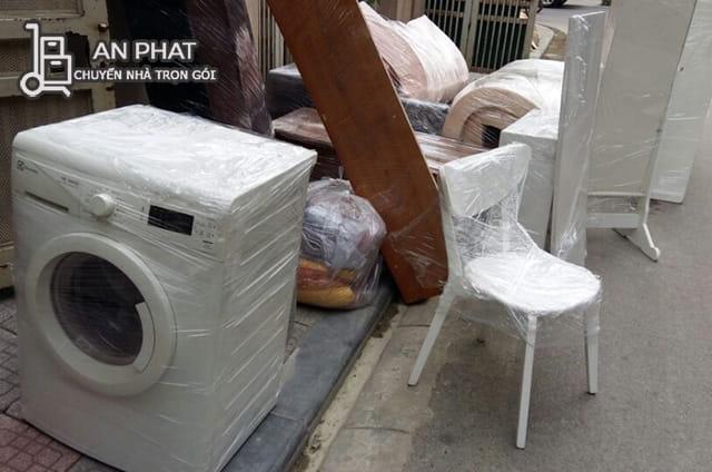 máy giặt bọc màng nilon cẩn thận trước khi chuyển