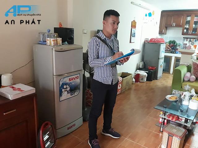 Nhân viên An Phát đến khảo sát trước khi chuyển